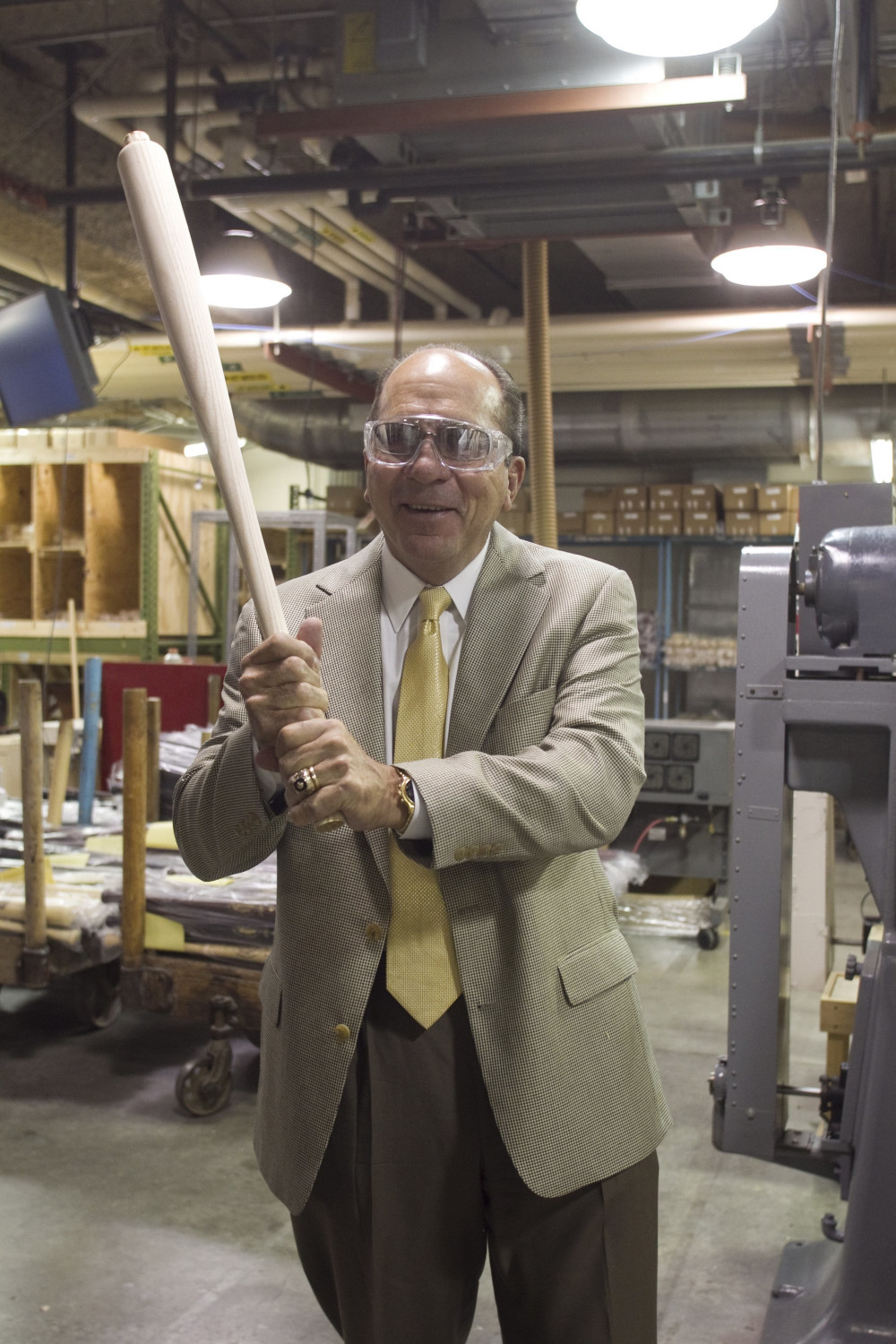 Johnny Bench checking out a bat during a factory tour.
