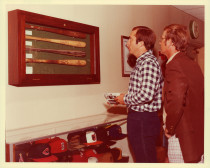 Johnny Bench looking at bats with an H&B employee.